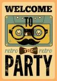 与滑稽的卡型盒式录音机行家字符的印刷减速火箭的党海报设计 葡萄酒传染媒介例证 库存照片