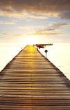 海滩的木板走道 免版税图库摄影
