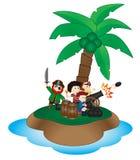 小组有古炮炮弹的小海盗在海岛上 免版税库存图片