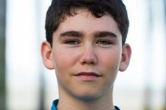 一个英俊的年轻男性少年的画象 图库摄影