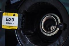 汽车被打开的汽油箱盖子 库存图片