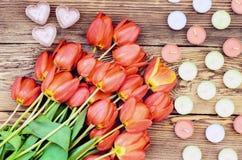 郁金香和心脏蜡烛 库存图片
