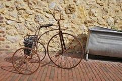 古色古香的儿童三轮车 库存图片