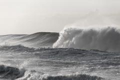 波浪黑白色力量 免版税图库摄影