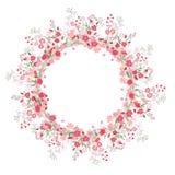 详细的等高花圈用在白色和野花隔绝的草本、玫瑰 您的设计的圆的框架 免版税库存照片