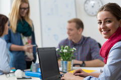 Νέος οικότροφος στο γραφείο Στοκ εικόνα με δικαίωμα ελεύθερης χρήσης