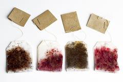 кладет чай в мешки Стоковая Фотография RF