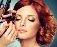 красный цвет девушки с волосами довольно Стоковая Фотография RF