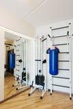 私有健身房在家 免版税库存照片