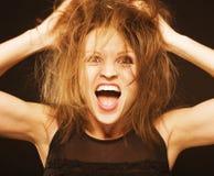 有被弄乱的头发关闭的疯狂的滑稽的愚蠢的女孩 图库摄影