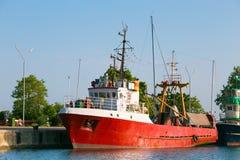 红色商业捕鱼业小船 图库摄影