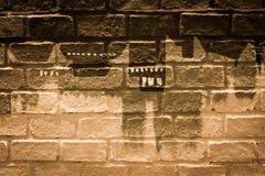 在砖墙上的艺术绘画 库存照片