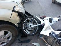Ανοιχτό φορτηγό και μοτοσικλέτα ατυχήματος συντριβής Στοκ εικόνες με δικαίωμα ελεύθερης χρήσης
