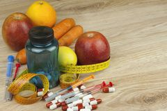 Τρόφιμα διατροφής, χυμός μήλων, λαχανικά και φρούτα, διατροφή έννοιας, συμπληρώματα βιταμινών Στοκ Εικόνες
