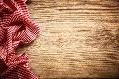 在木表的桌布 免版税图库摄影