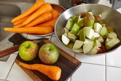 Свежие яблоко и морковь Стоковые Изображения RF