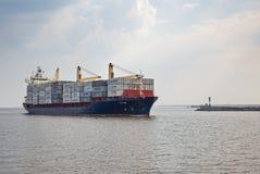 容器格但斯克波兰端口船 库存图片