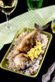 Приготовьте зажаренного леща позолот-головы с соусом риса и лука Стоковая Фотография RF