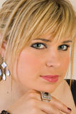 όμορφες ξανθές νεολαίες γυναικών Στοκ Φωτογραφία
