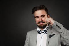 有胡子的英俊的在衣服的人和髭 免版税库存图片