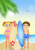 有海浪的孩子在海滩 图库摄影