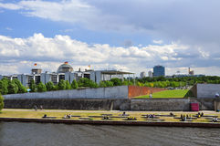 柏林,狂欢河和政府大厦 德国 图库摄影