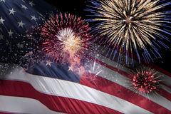 与烟花的美国旗子 免版税库存照片