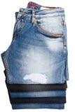 被折叠的和被堆积的蓝色牛仔裤裤子 免版税图库摄影