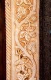 与葡萄的藤植物,浅浮雕 库存图片