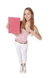 Показывать женщину держа пустую афишу плаката знака с курортом экземпляра Стоковое фото RF