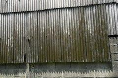 深灰被风化的石板屋顶背景纹理 库存照片