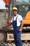 肌肉非裔美国人的建筑工人挖掘机 免版税库存照片