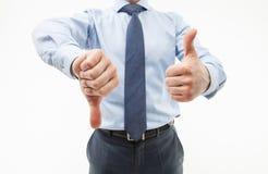 显示拇指下来和赞许的无法认出的商人 免版税库存照片
