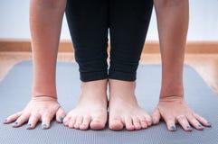 执行瑜伽 免版税库存照片