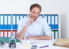 英俊的德国商人在办公室 免版税图库摄影