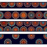 五颜六色的在蓝色红色和桔子,传染媒介的圈子花坛场无缝的边界收藏 库存图片