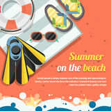 Концепция перемещения на предпосылке пляжа стильной Стоковая Фотография RF