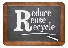Μειώστε, επαναχρησιμοποιήστε, ανακυκλώστε το σημάδι πινάκων Στοκ Εικόνες
