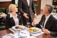 企业咖啡杯方便问题午餐开张了 免版税库存图片
