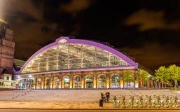 利物浦石灰街道火车站在晚上 库存照片