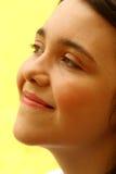 接近的作白日梦的女孩  免版税库存图片