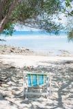 стул пляжа обнаружил местонахождение взморье курорта Стоковое Изображение