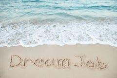 在沙子写的梦想工作由海 免版税图库摄影