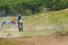 摩托车竟赛者跳跃 图库摄影