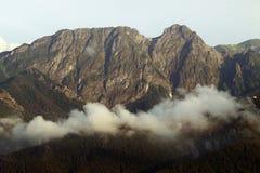 разрушает воду лета моря силы природы гор горы путешествием чывства элементов которая вы Стоковая Фотография RF