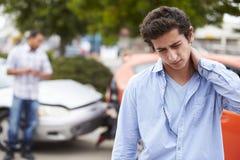 少年司机遭受的颈椎过度屈伸损伤交通事故 免版税图库摄影