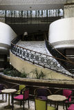 επιτραπέζιο μόριο καναπέδων λόμπι ξενοδοχείων εδρών Στοκ Φωτογραφίες