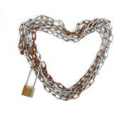 与万能钥匙锁的链心脏形状 免版税库存照片