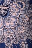 与佩兹利样式的葡萄酒蓝色墙纸 免版税图库摄影