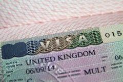 在护照的英国签证 免版税库存图片